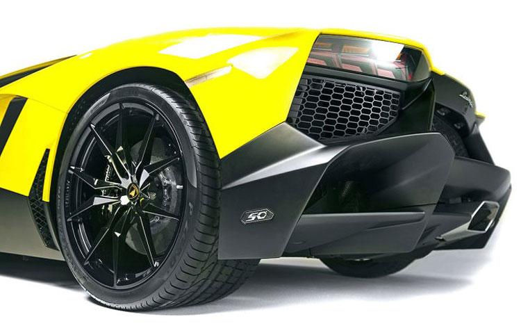 Lamborghini-Aventador-LP720-3