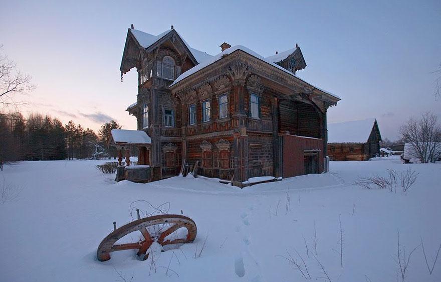 見捨てられた木造住宅、ロシア、その3