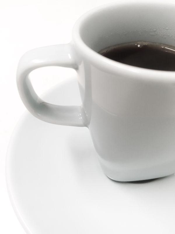 IKEAで買ったデミタスカップ。本当は水色だけど、写真の色を弄って白黒風味に仕上げました。